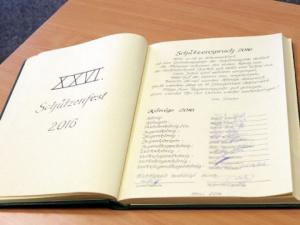Ehrenbuch der Stadt Burg